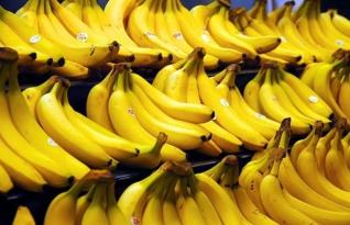 Como você mantém bananas frescas por mais tempo? A solução está bem na sua cozinha