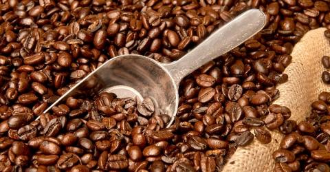 Café descafeinado, na verdade, contém cafeína!
