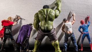 Super Heróis em situações inusitadas