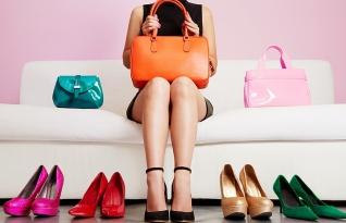 Como combinar sua bolsa com seus sapatos. Aprenda algumas regras de estilo!
